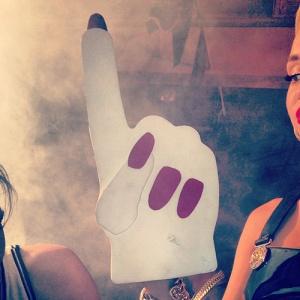 Miley-Cyrus-Foam-Hand